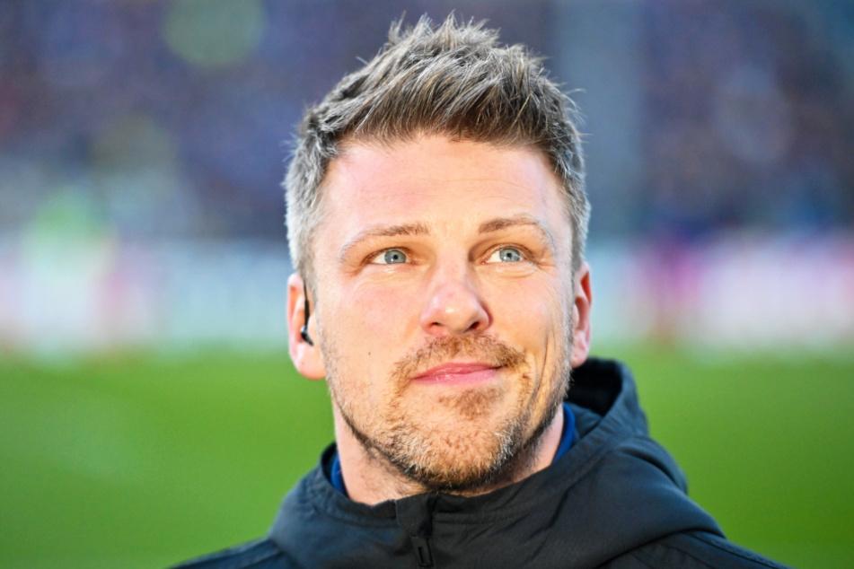 FCS-Coach Lukas Kwasniok hat momentan gut lachen. Er grüßt mit seinem Team von der Tabellenspitze.