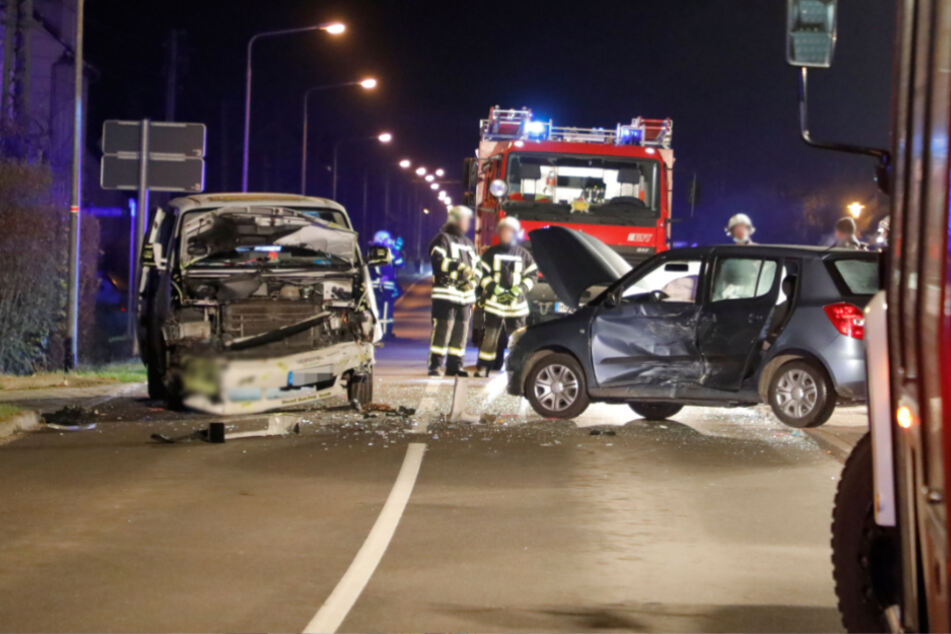 Mehrere Verletzte bei Frontal-Crash, darunter auch Kinder