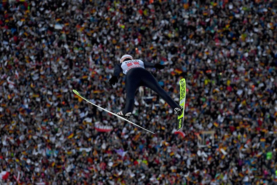 Karl Geiger, Skispringer aus Deutschland, springt beim Neujahrsspringen 2020.