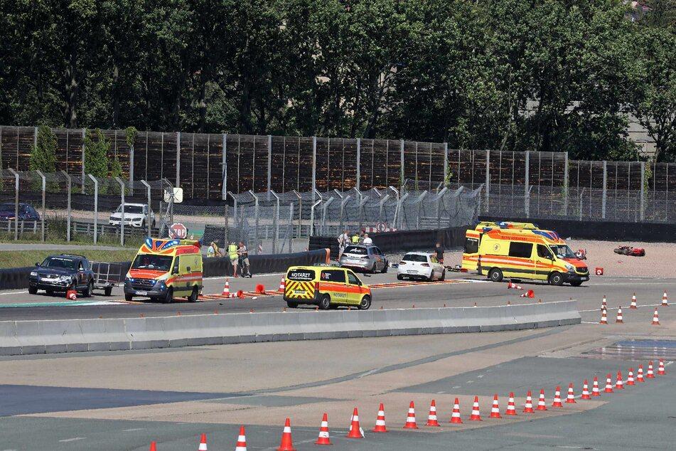 Schwerer Biker-Unfall auf dem Sachsenring am Freitagnachmittag! Zwei Motorradfahrer wurden nach einem Zusammenstoß schwer verletzt.