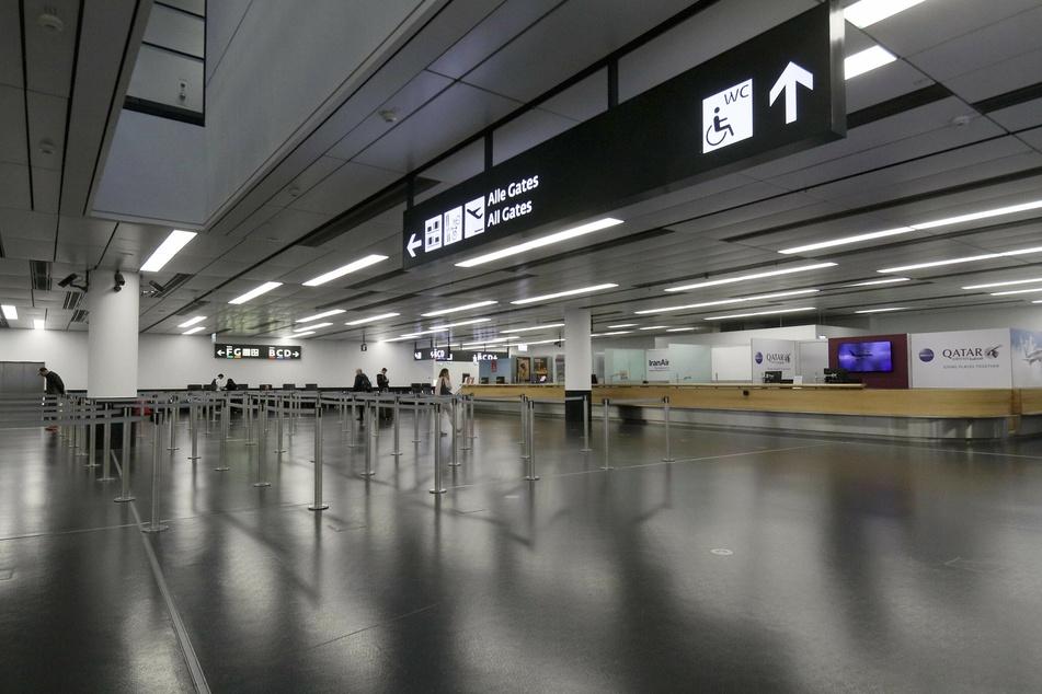 Gähnende Leere auf dem Wiener Flughafen. In den kommenden Tagen soll es in Österreich weitere Einschränkungen im Flugverkehr geben.