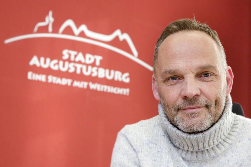 Ritterschlag für den Augustusburger Bürgermeister Dirk Neubauer (49, SPD)!