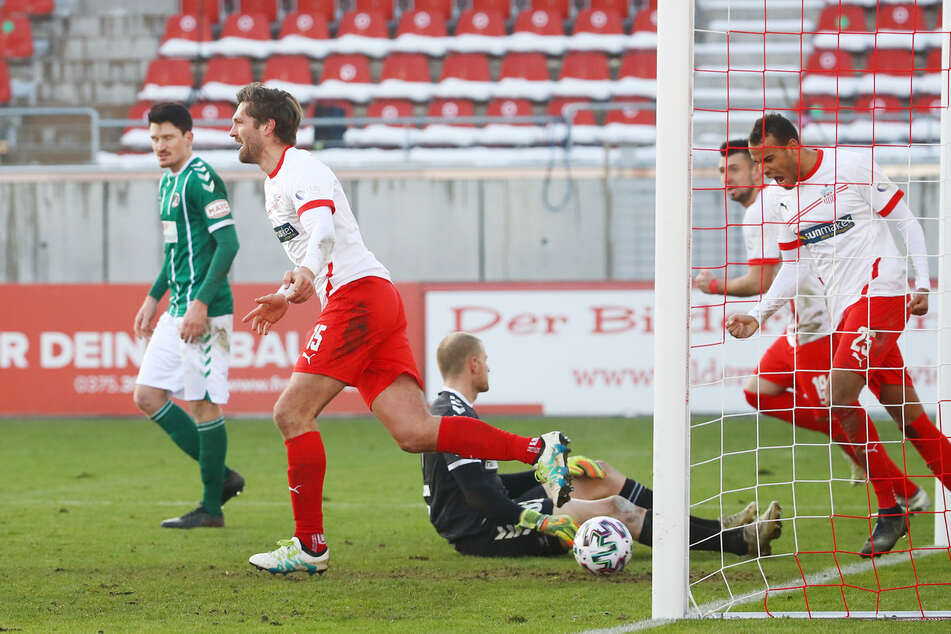 Ausgleich! In der 64. Spielminute traf FSV-Stürmer Ronny König (2.v.l.) zum 1:1.