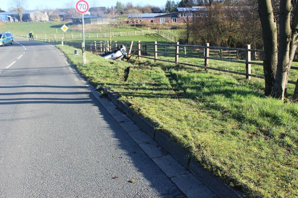 Die Polizei sperrte die Unfallstelle ab. An dem Porsche entstand ein Totalschaden, er wurde abgeschleppt.