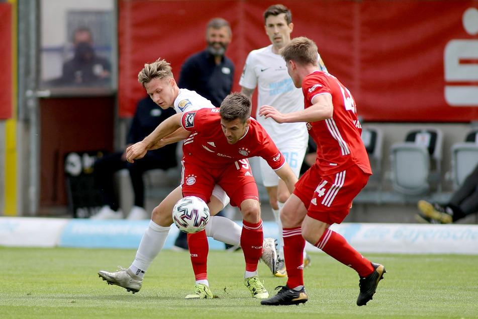 Der TSV 1860 München tat sich am 37. Spieltag der 3. Liga gegen den FC Bayern München II über weite Strecken schwer. Am Ende stand ein 2:2 zu Buche.