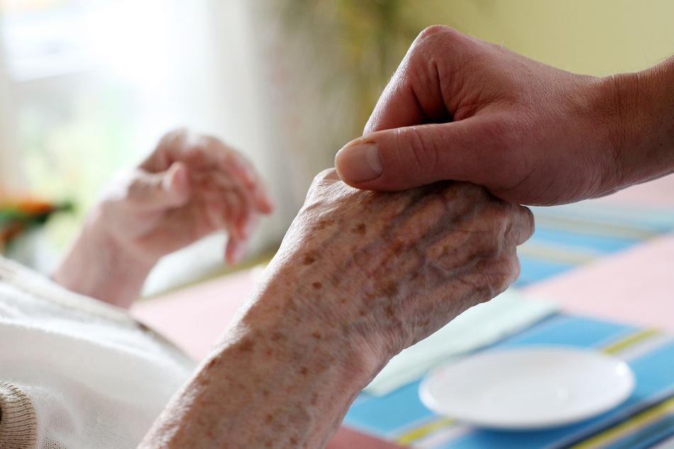 Heimbetreiber bitten wegen Corona: Besuch in Pflegeheimen genau überlegen
