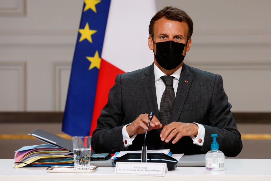Emmanuel Macron (43) hat eine Ohrfeige kassiert.