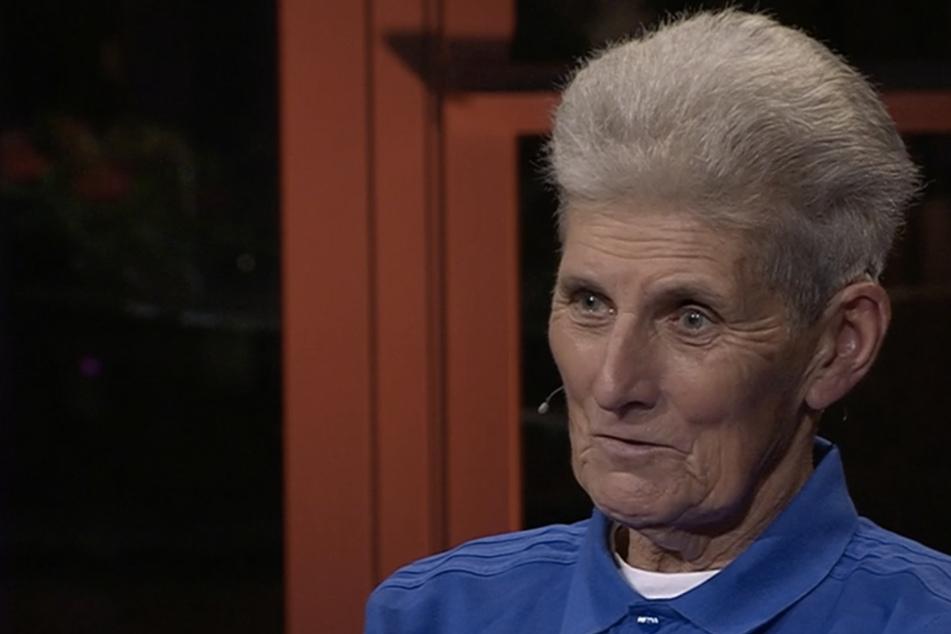 """Heidi Wegner (76) ist die älteste Schiedsrichterin Deutschlands: """"Ich hasse Videobeweise!"""""""
