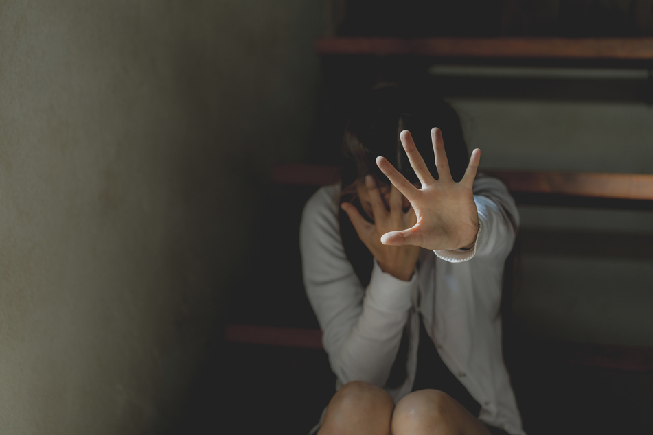 Frau schneidet Penis ihres Vaters ab, weil er sie jahrelang vergewaltigt
