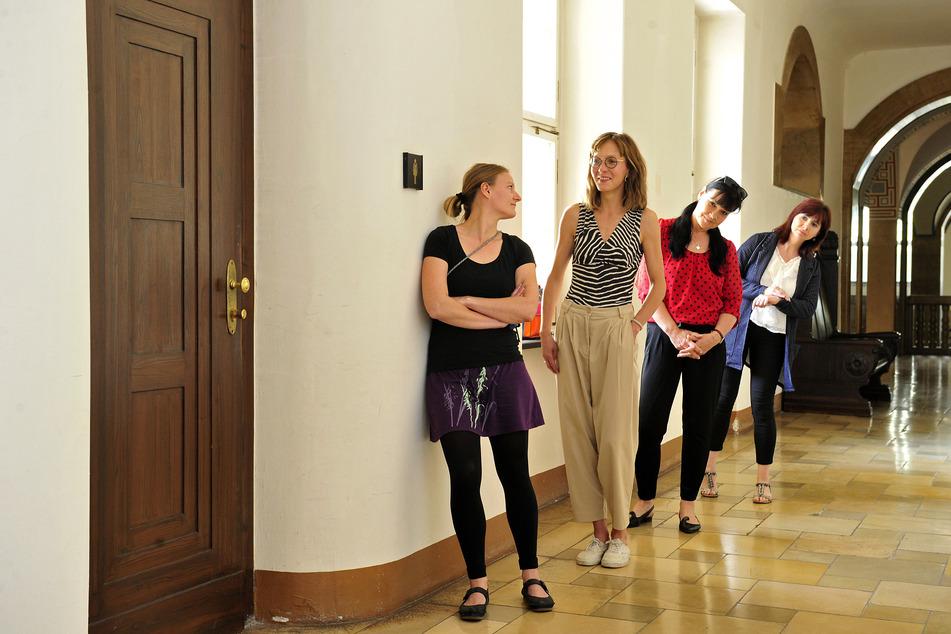 Schluss mit Schlange vor dem Damenklo! Stadträtinnen fordern mehr Toiletten für Frauen