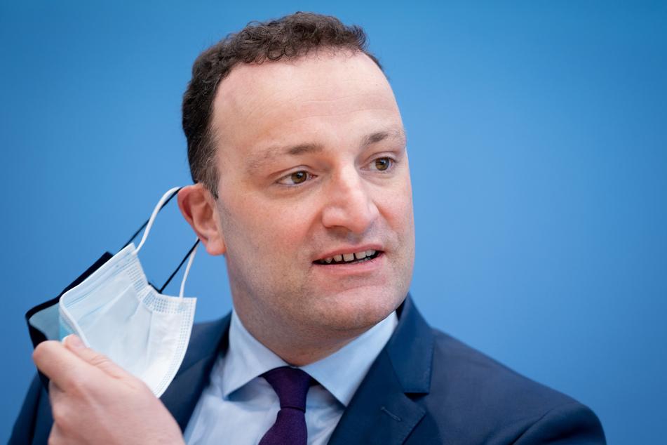 Gesundheitsminister Jens Spahn (40, CDU) hatte zuvor eine bundesweite Entscheidung der Sonderrechte für Geimpfte und Genesene am 28. Mai für möglich gehalten.
