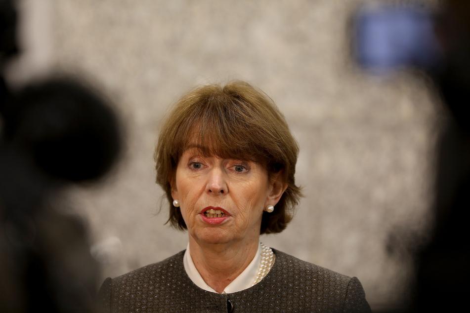 Die Kölner OB Henriette Reker (63) befindet sich derzeit in Quarantäne und arbeitet im Home-Office (Archivbild).