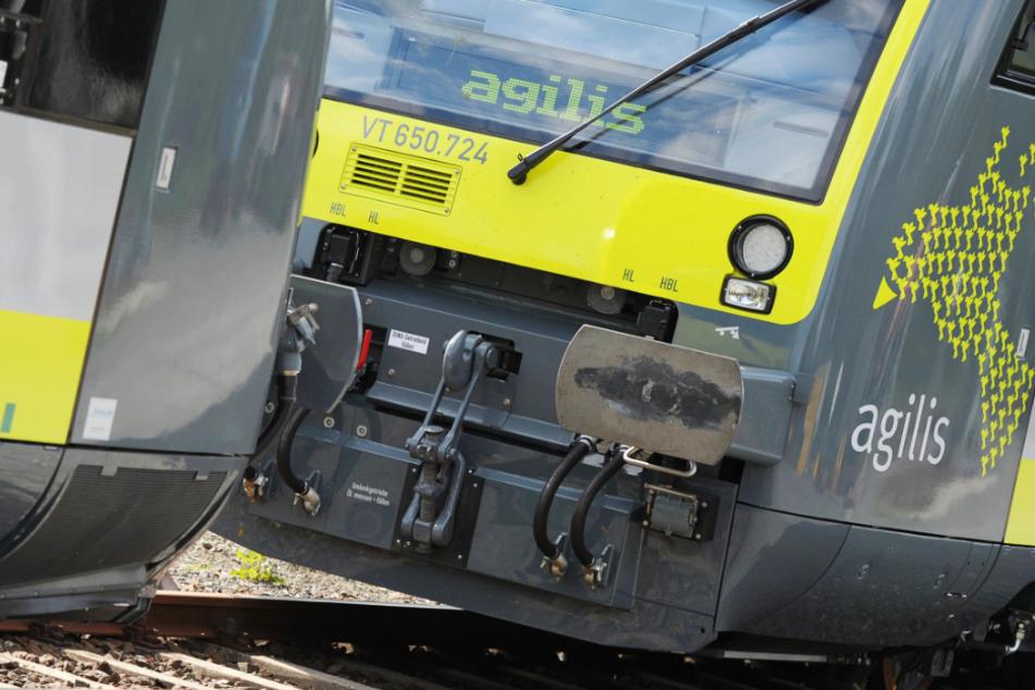 Unfallflucht? Lokführer fährt mit Bahn nach Zusammenstoß trotz Verletzter einfach weiter