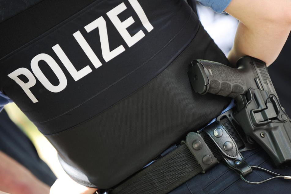 Die Polizei wird die Einhaltung des Kontaktverbots auch am Wochenende kontrollieren (Symbolbild).
