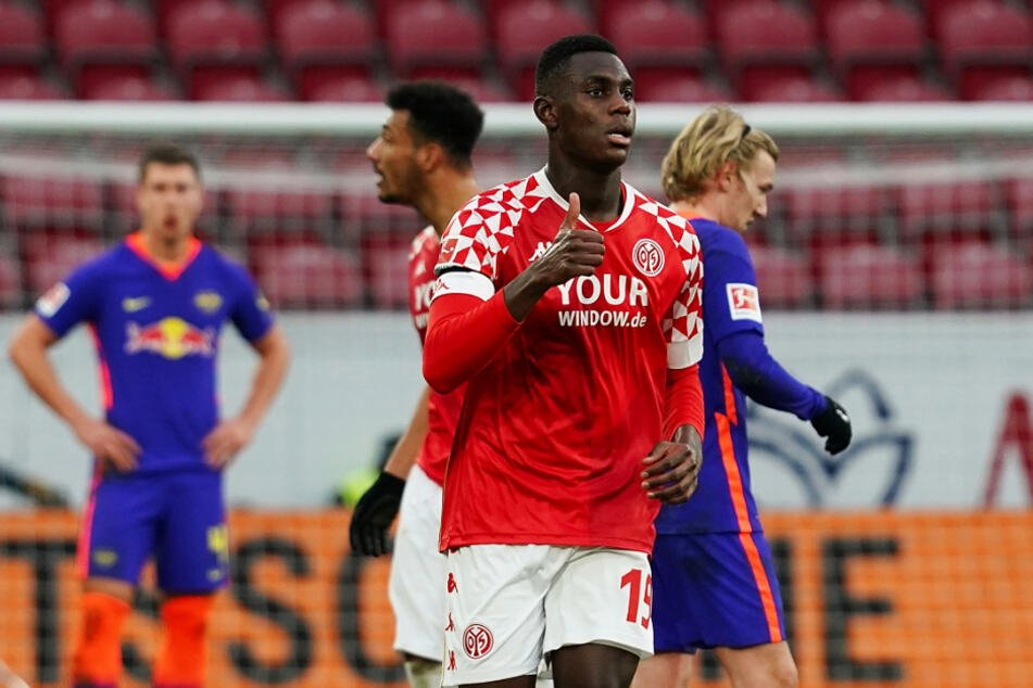 Innenverteidiger Moussa Niakhate (vorne) erzielte für Mainz einen Doppelpack gegen RB Leipzig.