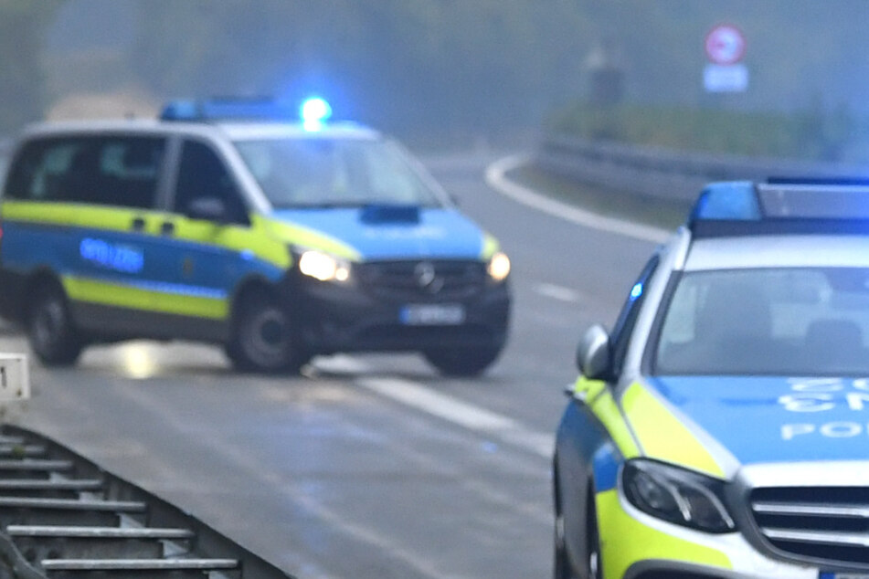 Verrückt, was Autofahrerin auf A7 verliert! Gegenstand sorgt für Unfall