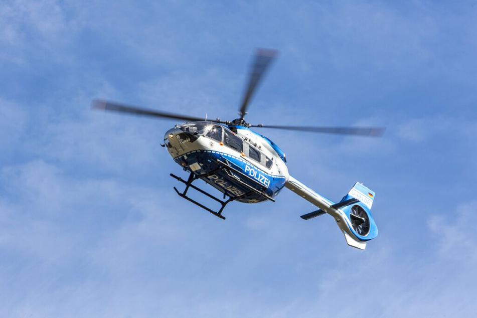 Nach einem Unfall, bei dem vier Autoinsassen schwer verletzt wurden, war ein Hubschrauber im Einsatz. (Symbolbild)
