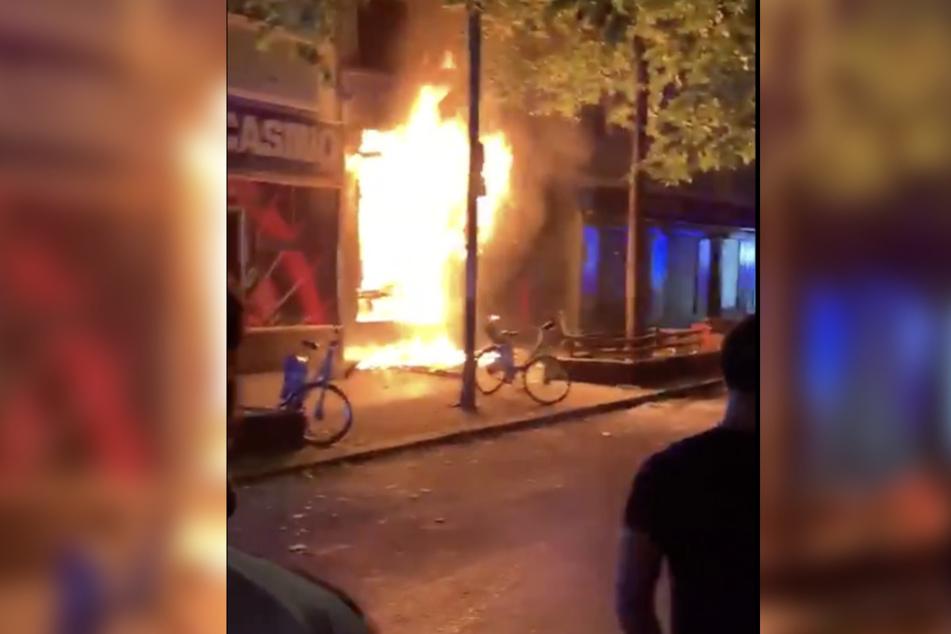 Imbiss in Neukölln explodiert: Zwei Schwerverletzte