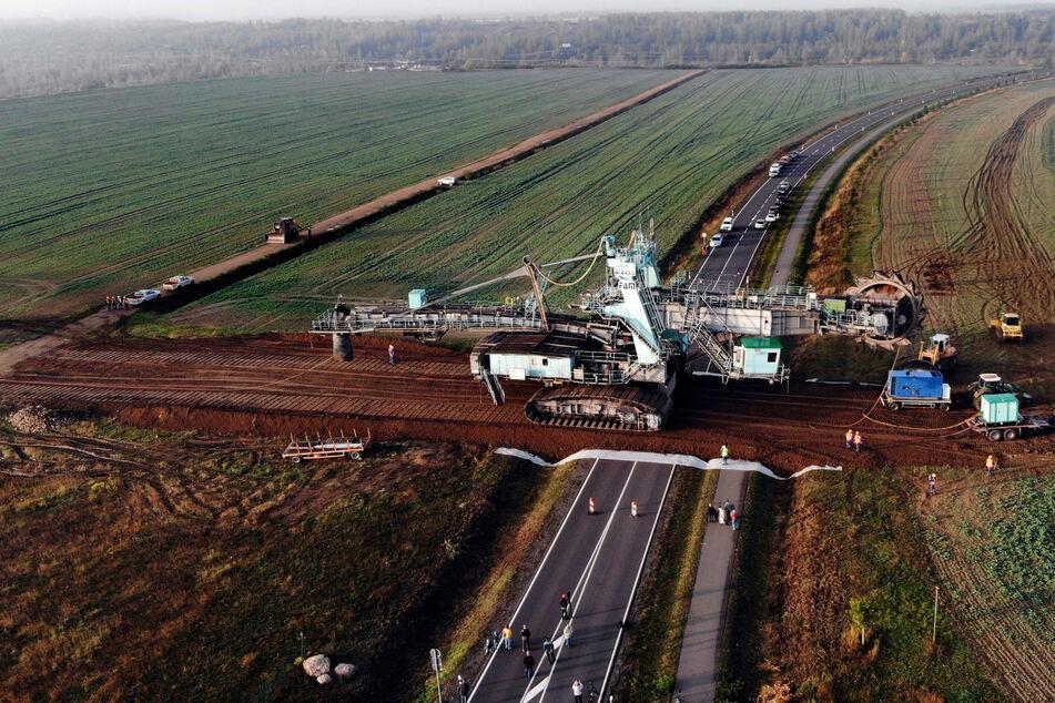 Kohlebagger wechselt den Tagebau: Am Samstag geht ein Riese auf Reisen