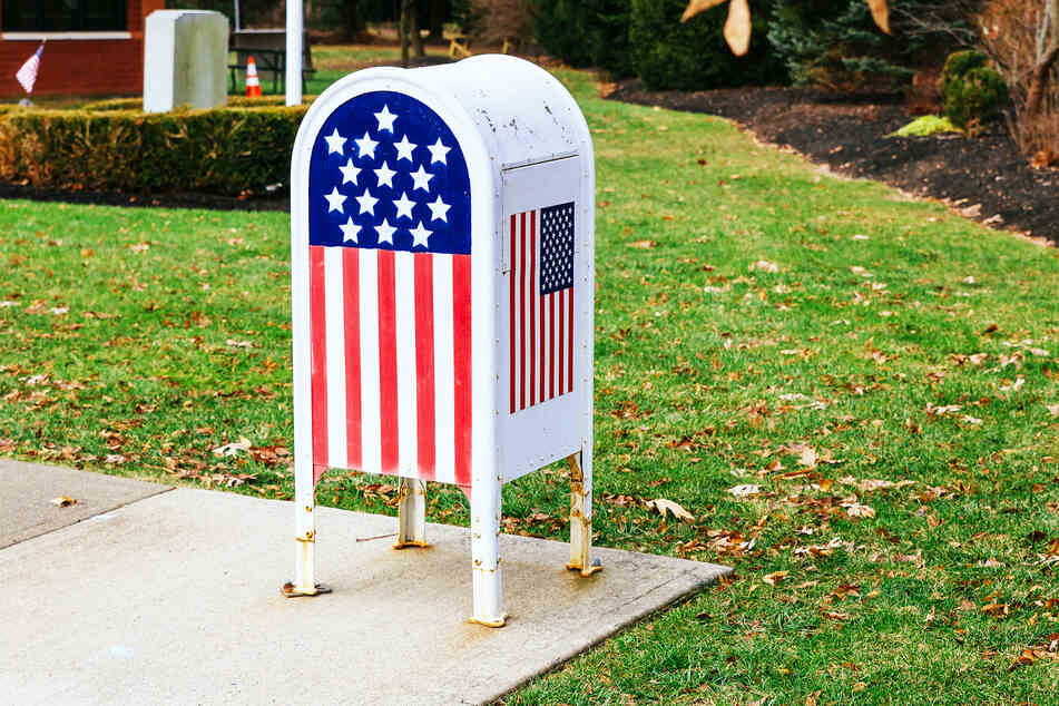 Here is a star-spengled mailbox (stock image).