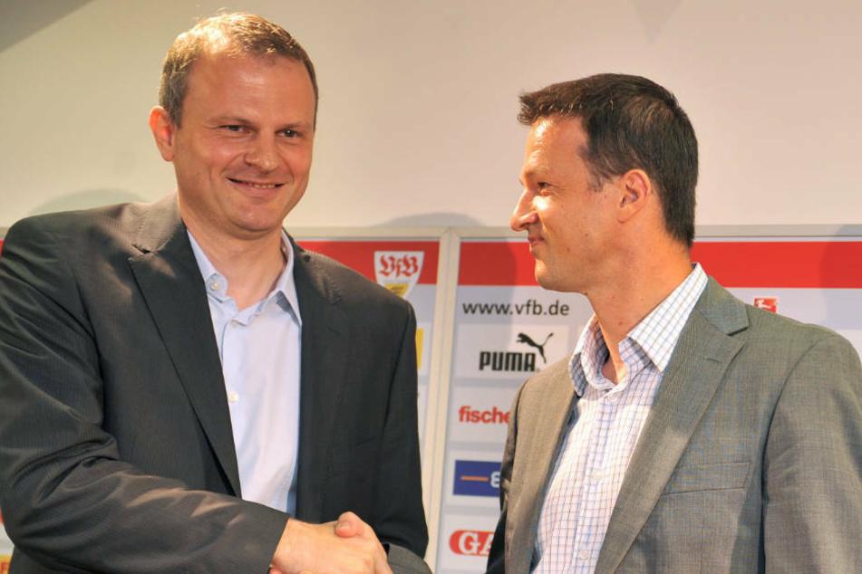 2010 wird Fredi Bobic - hier mit dem damaligen zweiten Sportdirektor und heutigem Schalke-04-Sportvorstand - Sportdirektor bei VfB Stuttgart.