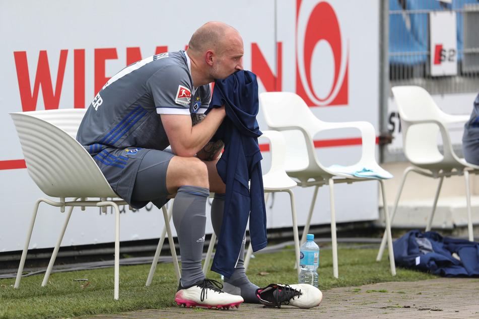 Frust auch bei HSV-Abwehrchef Toni Leistner (30). Der Innenverteidiger enttäuschte ebenfalls in Osnabrück und konnte die Niederlage nicht verhindern.