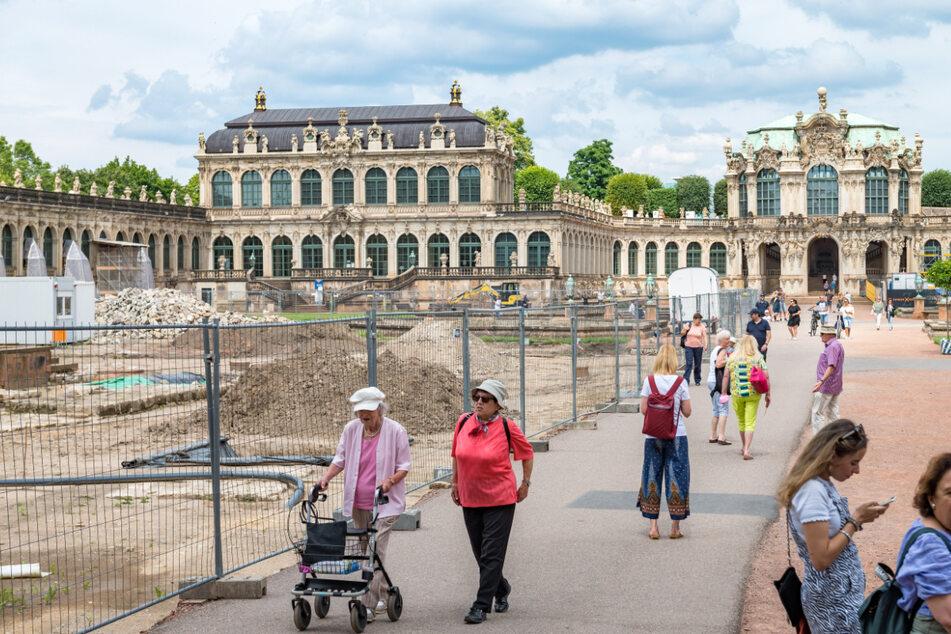 Der Hof des Zwingers ist für archäologische Ausgrabungen teilweise gesperrt.