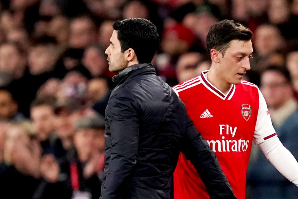 Mesut Özil seit dem Corona-Neustart bei Arsenal komplett außen vor!