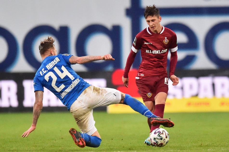 Jonathan Meier (21, r., gegen Hansas Jan Löhmannsröben) lieferte wie alle Dresdner in Rostock eine gute Partie ab.