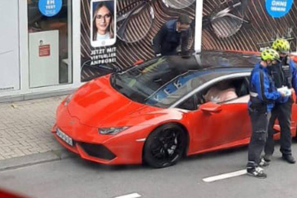 Darum ist einem Lamborghini-Fahrer (37) diese Polizeikontrolle sicherlich peinlich