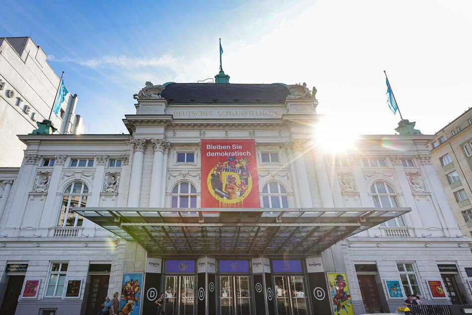 Auch das Deutsche Schauspielhaus in Hamburg öffnet wieder den Vorhang.
