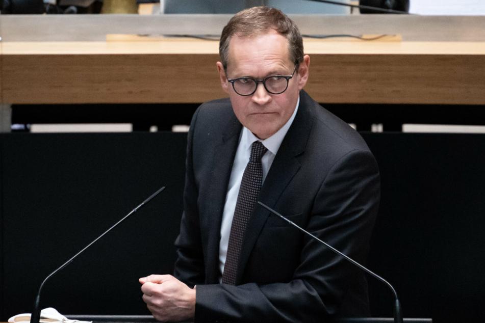 Berlins Regierender Bürgermeister Michael Müller (56, SPD) hat von der Bundesregierung klare Aussagen zu den Impfstofflieferungen gefordert.