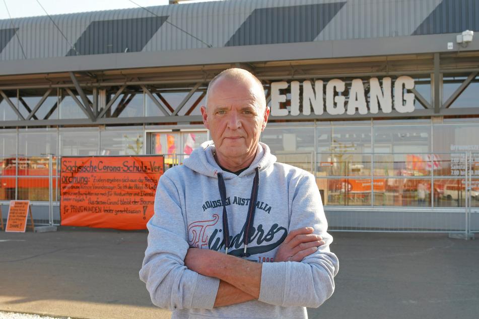 Kein Gewerbeschein - kein Einkauf! Manfred Gottschalk (58) ärgert sich über das Abholverbot für Privatkunden.
