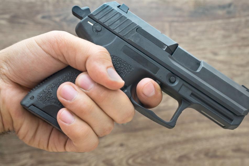 Vater vergewaltigt Schwiegertochter: Als Sohn ihn zur Rede stellt, erschießt er ihn