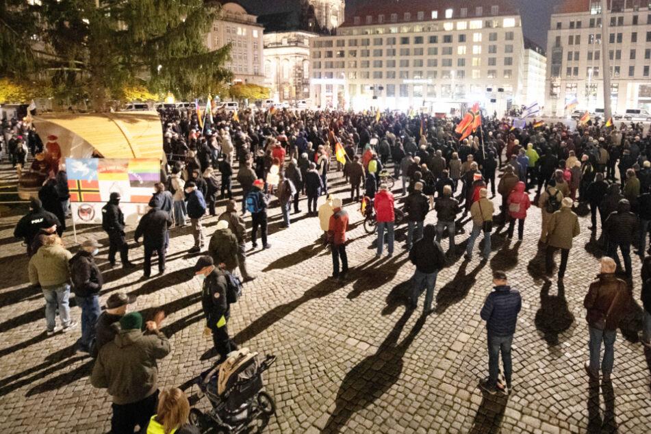 Dresden: Hakenkreuz-Banner bei Pegida-Kundgebung in Dresden: Erstes Fazit der Polizei