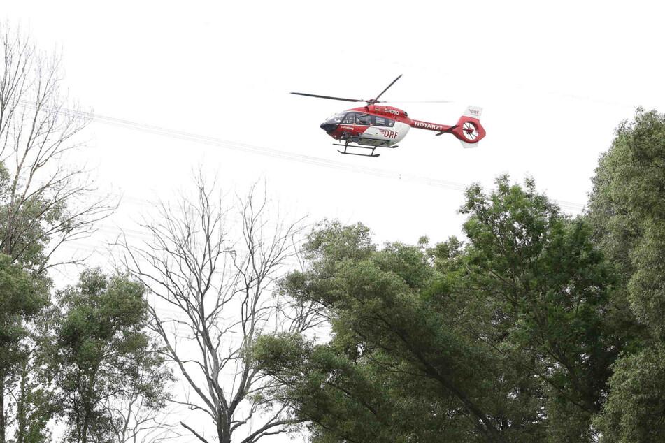 Ein Rettungsheli flog den Mann in eine Klinik.