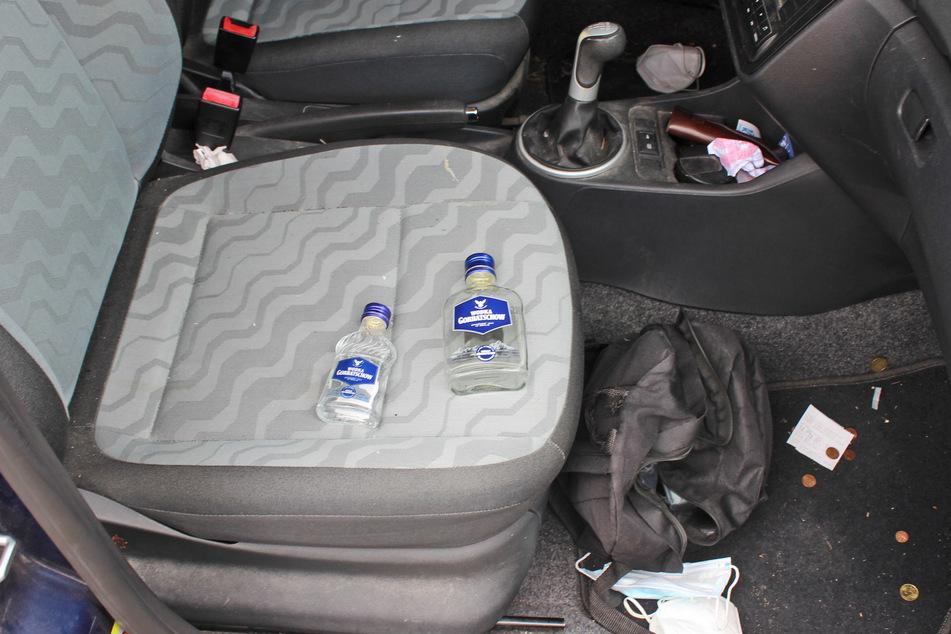 Nach dem Unfall entdeckte die Polizei im Wagen des betrunkenen Autofahrers (56) zwei leere Wodka-Flaschen.