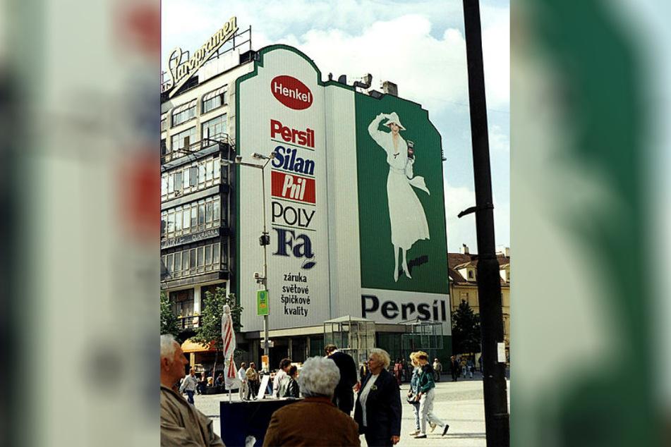 Auch in Prag, gleich unten am Wenzelsplatz, gehörte die Persilfrau zum Stadtbild.