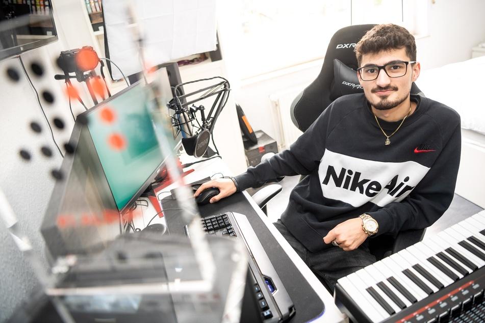Für seine Karriere als Musikproduzent brach der 22-Jährige in der 12. Klasse die Schule ab.
