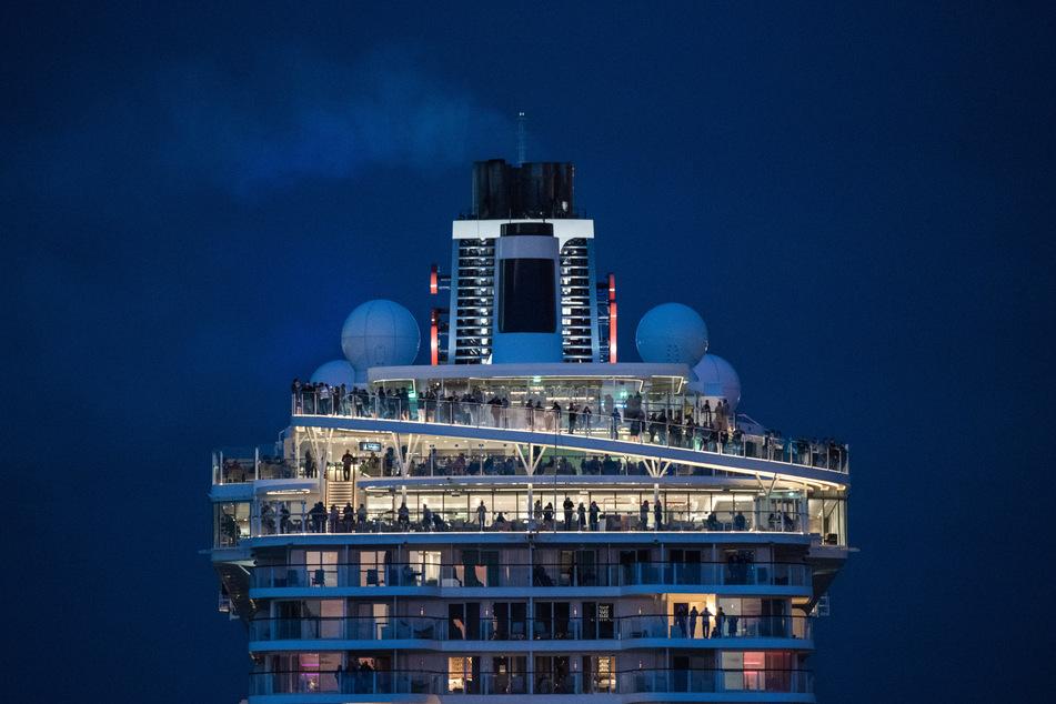 Premiere nach Corona-Pause: Kreuzfahrt-Riese läuft in deutschem Hafen ein