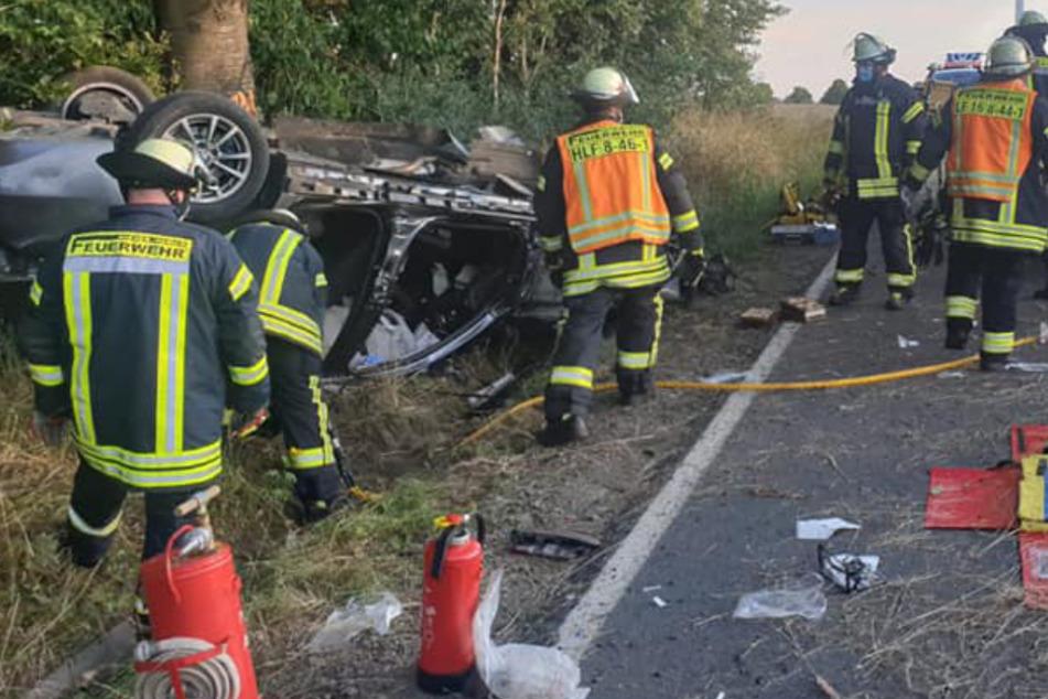 Die Feuerwehrleute aus Nieder-Ohmen mussten einen ihrer Kameraden aus dem Auto-Wrack befreien.