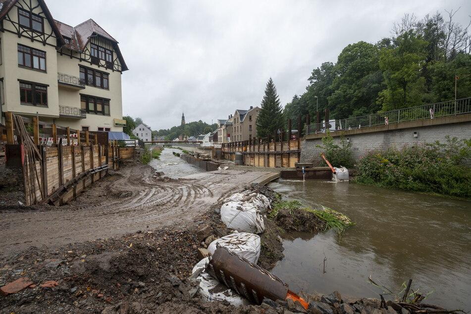 Der Hochwasserschutz an der Würschnitz im Ortsteil Harthau wird bis September 2023 erneuert.