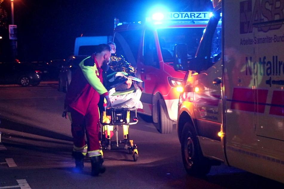 Sanitäter und Notärzte kümmerten sich um den verletzten 27-Jährigen.