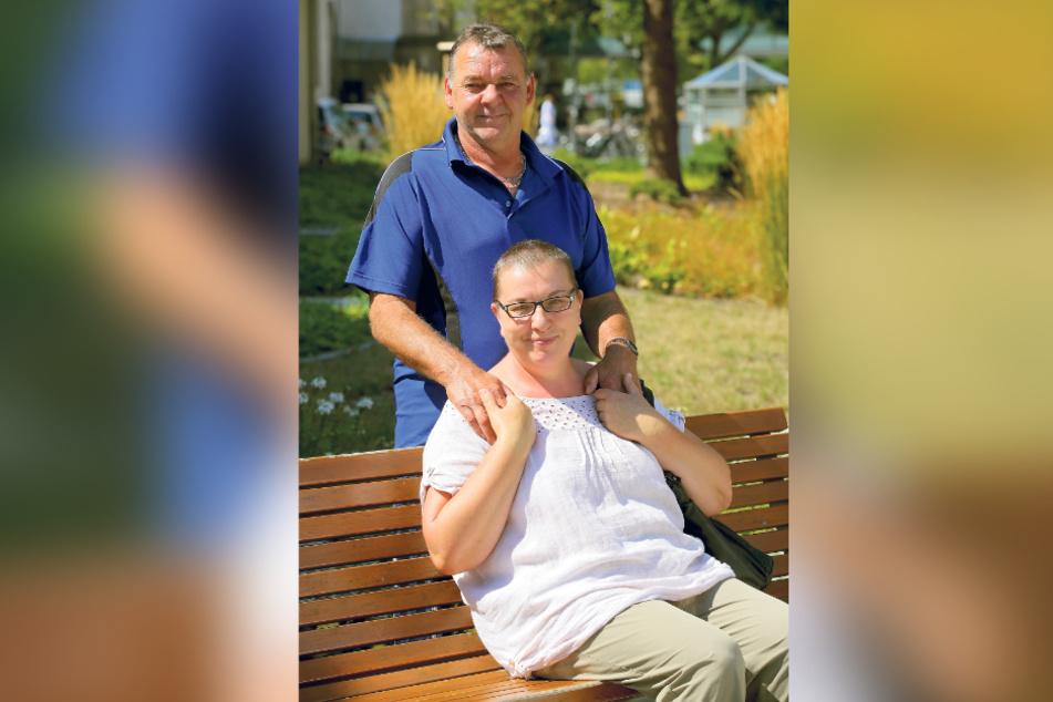 """""""Ich genieße das Leben mit meiner Familie jetzt intensiver"""": Corona-Patientin Jenny Fischer (53) mit Ehemann René (57)."""