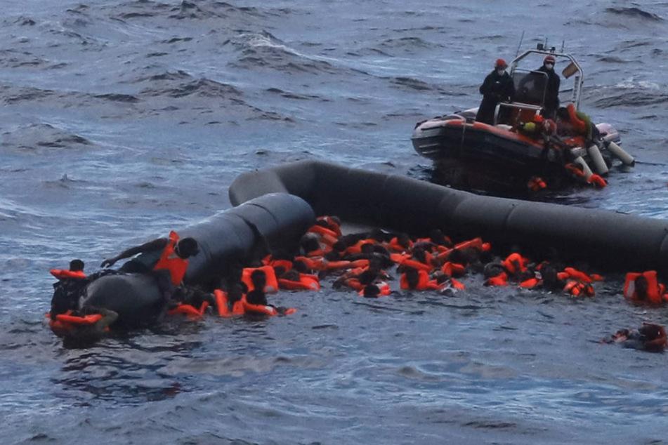 Mehr als 70 Migranten sterben nach Flüchtlingsboot-Unglück