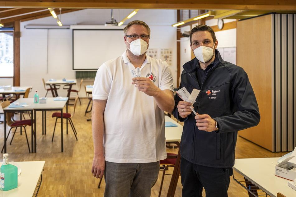 Robert Schieck (37), Leiter des DRK-Bildungszentrums und Toralf Hetze, Leiter des Bildungszentrums Pflege am DRK Krankenhaus Rabenstein, organisieren die Schnelltest-Kurse.