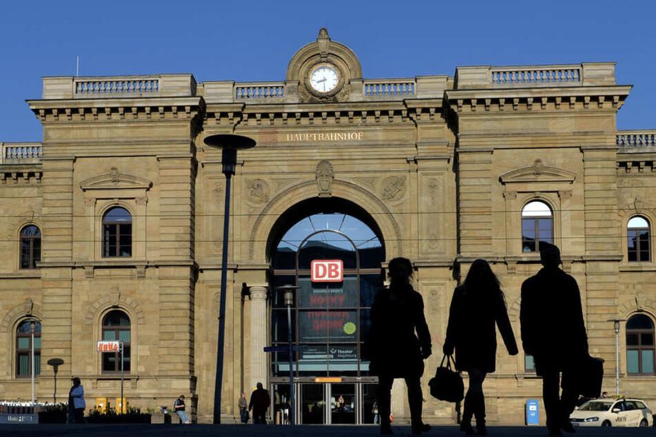 Am Magdeburger Hauptbahnhof konnten die drei Männer gestellt werden. (Symbolbild)