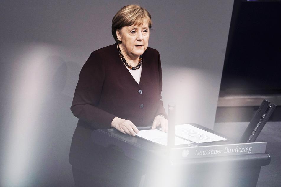 Bundeskanzlerin Angela Merkel (CDU) gibt im Bundestag eine Regierungserklärung zur Bewältigung der Corona-Pandemie ab.