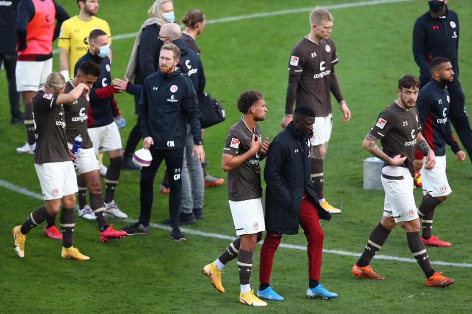 Die Spieler des FC St. Pauli waren nach der Niederlage gegen den Karlsruher SC enttäuscht.