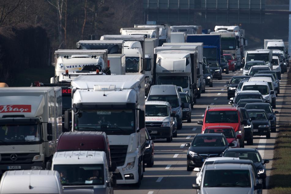 Aufgrund der Corona-Pandemie waren seit Mitte März deutlich mehr Menschen zu Hause geblieben, was sich auch im Straßenverkehr bemerkbar gemacht hatte.